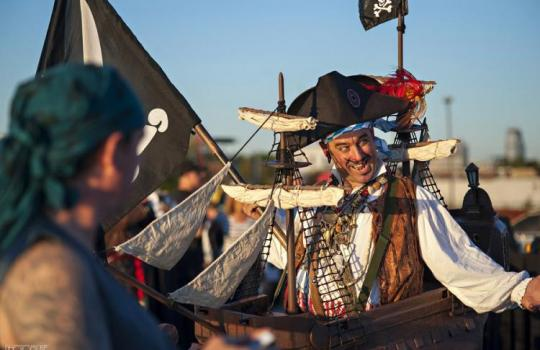 Billy Bones, the Good Pirate salutes the Barge. Photo Credit: www.PhotoMuse.com